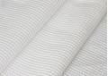Отличная гигроскопичность-это свойство ткани позволяет широко применять ее как в быту, так и в различных видах промышленности. Так как этот материал отлично впитывает любые жидкости, то его часто применяют для влажной уборки, для пошива одежды для бань и саун, полотенец, в автосервисах, а также различных лабораториях в качестве обтирочного материала; Благодаря «вафельной» структуре и отсутствию ворса этот материал не царапает поверхности и не оставляет на них следов или разводов. Эти качества позволяют использовать вафельную ткань, например, для протирки стеклянных, зеркальный, лакированных и других подобных поверхностей, на которых легко оставить разводы или царапины;